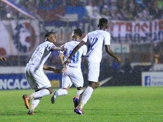 Carlos Will Mejía de penal anota el 4 - 4 ante Pachuca