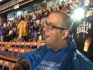 Aficionados pedían que Luis Garrido regalara su camiseta a hincha discapacitado