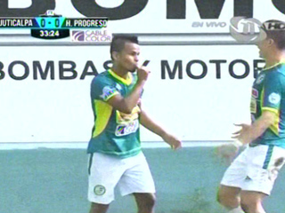 A lo panenka Juan José Ocampo pone el 1-0 de penal contra Juticalpa