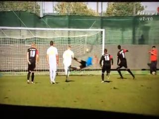 Increíble: ¡el penalti entra y el árbitro lo anula!