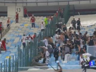 Policía herido en enfrentamiento de aficionados del Corinthians y el Flamengo en el Maracaná