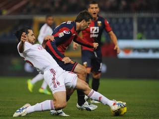 Génova sorprende y golea al Milan y le niega las opciones de liderato en Italia