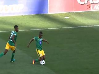 Arbitro amonestó a un futbolista por realizar este amague