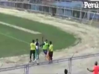 Agredió al juez de línea y generó una batalla campal en la copa de Perú