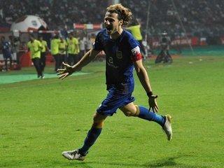 Diego Forlán reaparece con golazo y hace líder al Bombay City