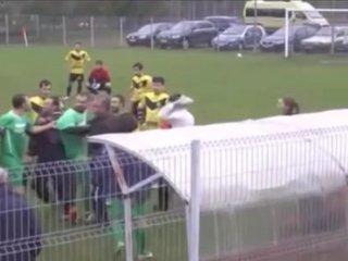 La batalla campal en un partido de fútbol en Rumania