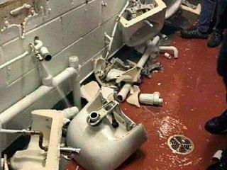 Aficionados del Manchester City destrozaron los baños del Old Trafford