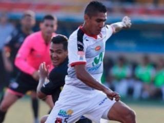 Jorge Claros salió expulsado en el clásico del fútbol de Costa Rica