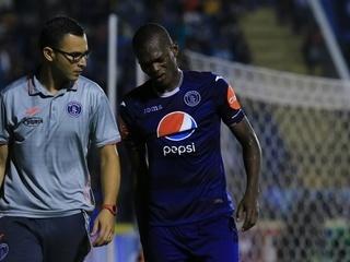 Félix Crisanto salió sollozando del terreno de juego