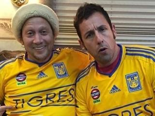 Los actores Rob Schneider y Adam Sandler, enviaron sus felicitaciones al Tigres de México