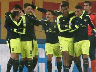 Arsenal goleó como visita al Basilea y se quedó con el primer lugar del Grupo A