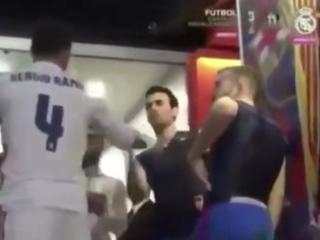 Estrella del Barcelona pidió no una, sino dos camisas a los del Real Madrid