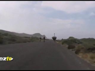 Avestruz persigue a ciclistas en Sudáfrica
