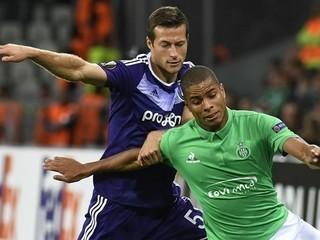 Anderlecht de Andy Najar pierde de local pero clasifica a la siguiente ronda