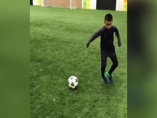Hijo de Emilio Izaguirre es un crack con el balón