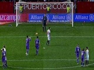 La picardía de Cristiano Ronaldo contra un jugador del Sevilla