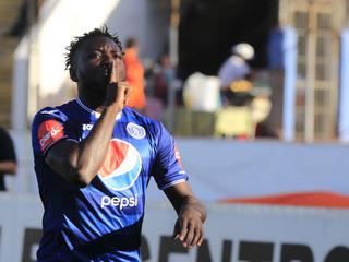 Wilmer Crisanto de penal anota el 2-0 de Motagua ante Honduras Progreso