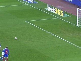 Neymar remata al lado derecho del arquero y anota el 0-1 del juego.