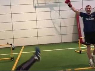 Lo último de Gareth Bale... ¡Noqueó a fisioterapueta!