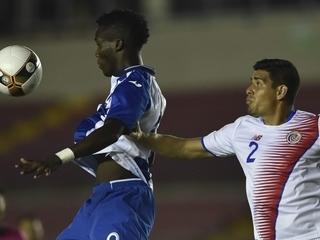 VIDEO: Rubilio Castillo se equivoca y falla clara acción de gol
