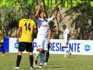 Roger Rojas marca de nuevo y pone el 2-0 contra San Rafael