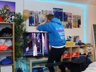 La reacción de un gamer al obtener a Cristiano Ronaldo en FIFA... !Rompió su televisor!