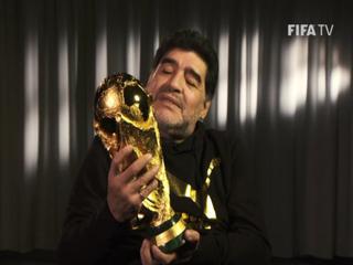 El reencuentro de Diego Maradona con la Copa del Mundo