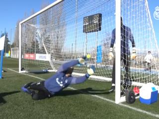 Los impresionantes reflejos de Keylor Navas en el entrenamiento del Real Madrid