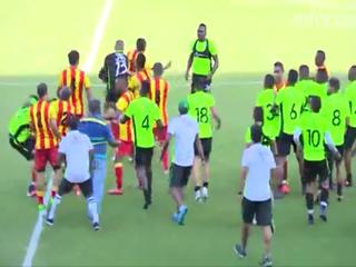 Batalla campal en un partido amistoso en el fútbol colombiano