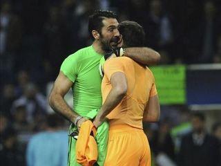 El momento más emotivo del fútbol entre Iker Casillas y Buffon
