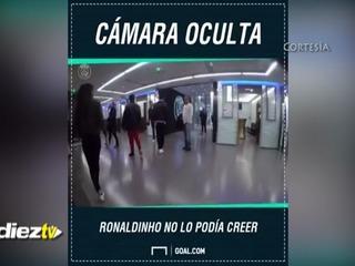 Ronaldinho fue sorprendido por el talento de una freestyler de 17 años