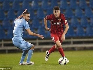 Curiosa acción en Liga China: Oscar predice un tiro de penalti y su arquero lo tapa