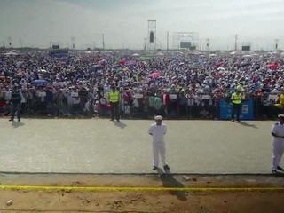 Fieles rezan con el papa en Guayaquil