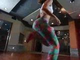 Chica haciendo twerking causa furor en las redes