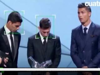 Lionel Messi y no pudo contener la sonrisa cuando Cristiano Ronaldo habló en la gala de la UEFA