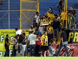 Caos en el estadio Morazán entre afición del Real España y Policía