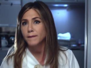 Jennifer Aniston promueve comercial sobre la línea Emirates A380