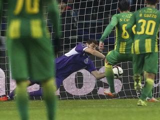 Casillas detiene un penal y salva triunfo del Porto