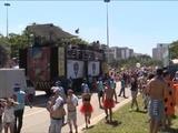 Las comparsas callejeras marcan el ritmo en el último día del carnaval en Brasil