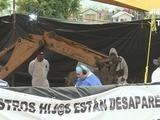 México: Exhuman cuerpos en fosa común cavada por autoridades