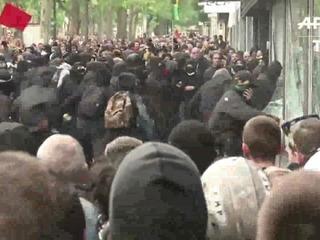 Violentos enfrentamientos en una Francia semiparalizada