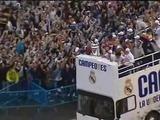 Los jugadores del Real Madrid ofrecen la Copa a la afición en Cibeles