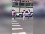 Graban a mujer apuñalando a su marido por infiel