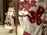 La tradicional vyshyvanka ucraniana conquista las pasarelas