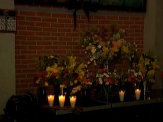 El luto se disfraza de fiesta, tequila y canciones de Juan Gabriel