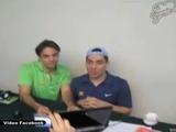 Eugenio Derbez y Omar Chaparro parodian a Juan Gabriel