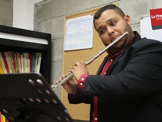 Jorge, el flautista hondureño que desea conquistar Europa
