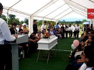 Destrozada por la tragedia, familia sepulta a niña en El Progreso, Yoro