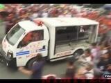 Policía arrolla manifestantes ante embajada EEUU