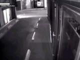 Video capta a ladrones que le robaron a Kim Kardashian